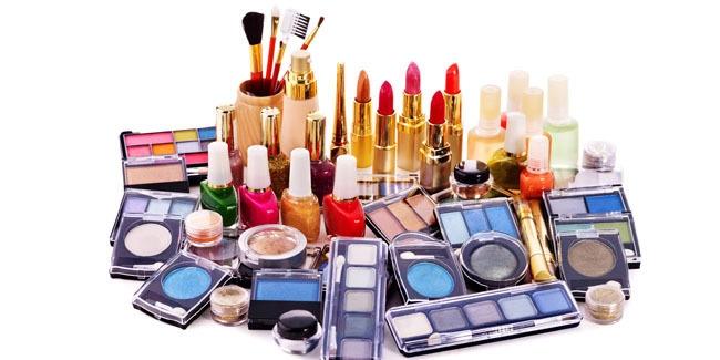 (8) Hasil Karya Finalis LKTI 2018 - Sub Kosmetika - 4